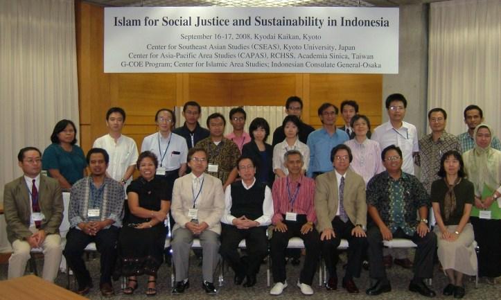 Abdul Hamid Dosen Fisip Untirta, foto bersama seminar Internasional Islam for Social Justice CSEAS Kyot University 2008